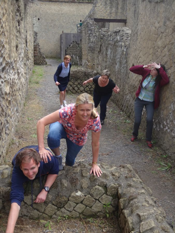 014b assignment dying in Herculaneum filmstill 2 run for your life